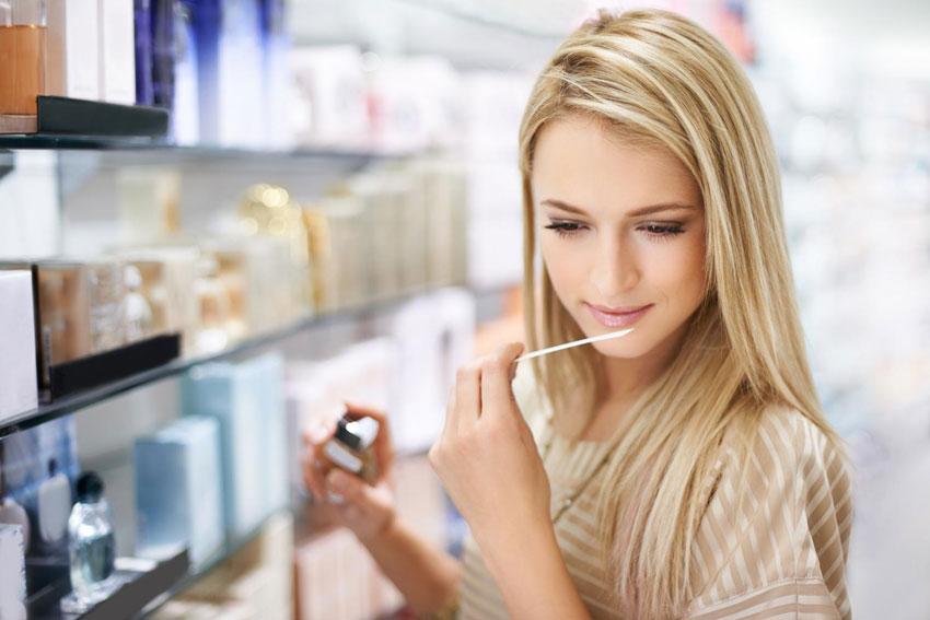 Как подобрать аромат по цвету волос