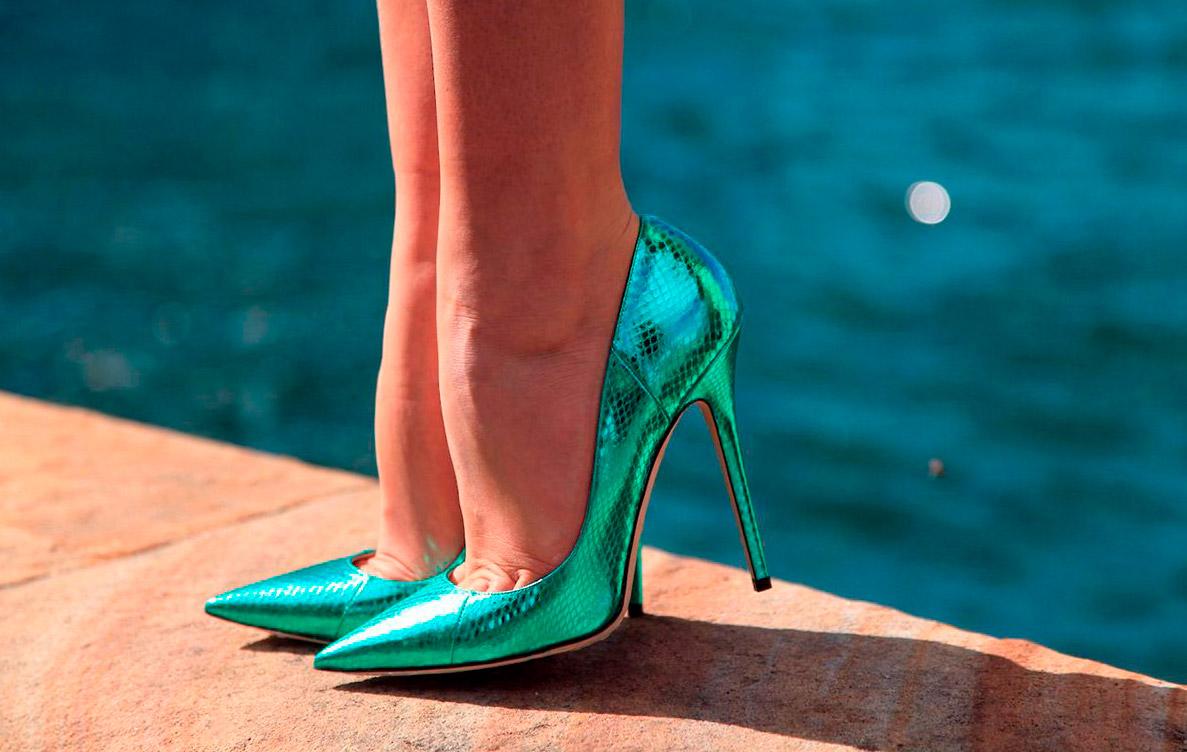 Подбираем цветовую гамму в одежде и обуви: зеленые туфли