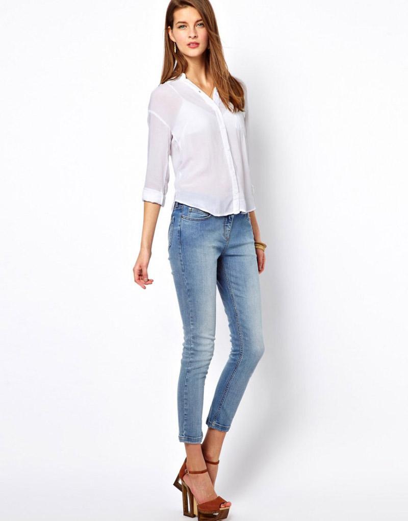 с чем носить светлые джинсы фото