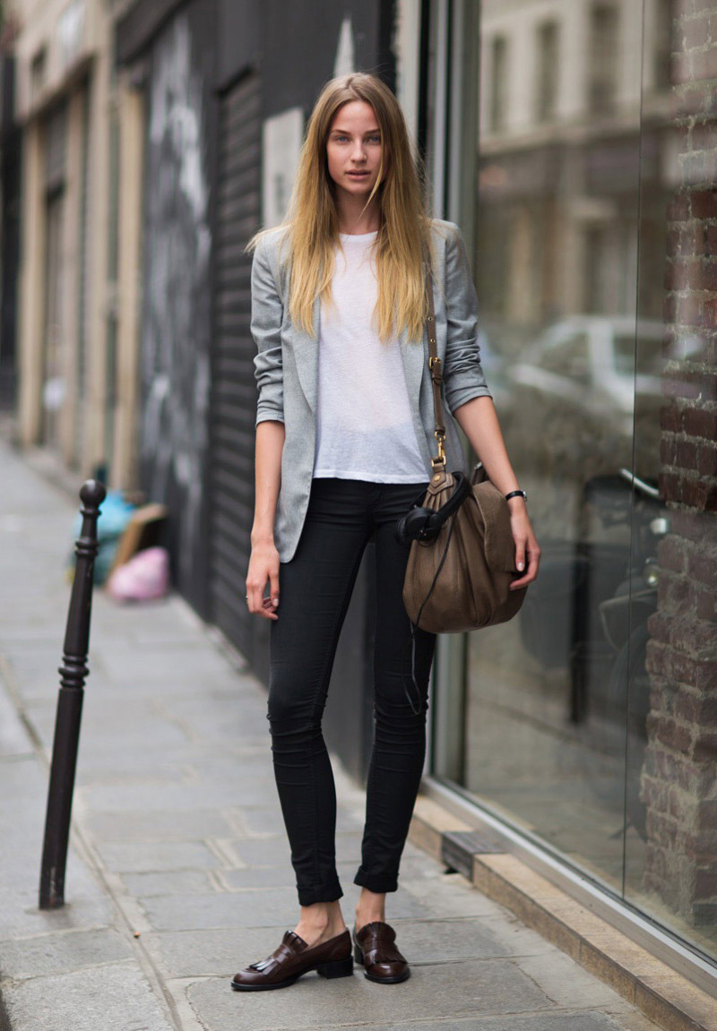 модные черные джинсы