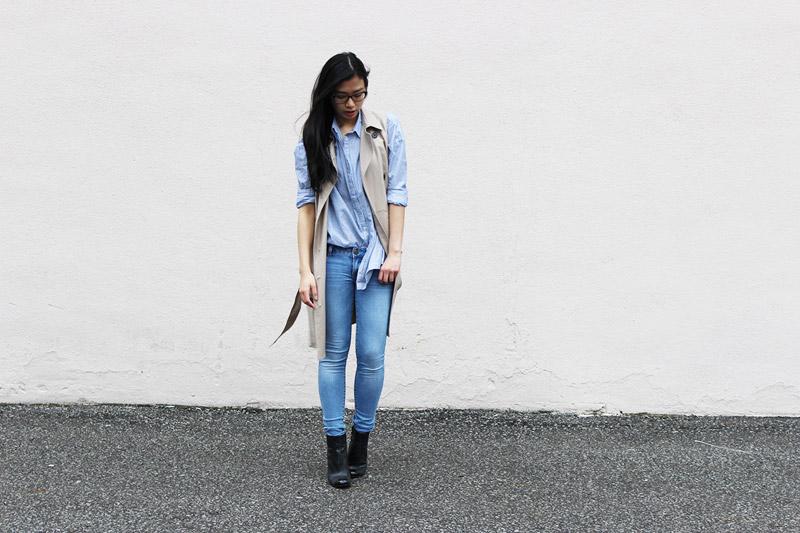 светлые джинсы с чем модно носить