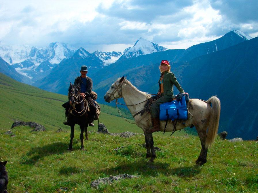 Кормление и водопой лошадей в походе