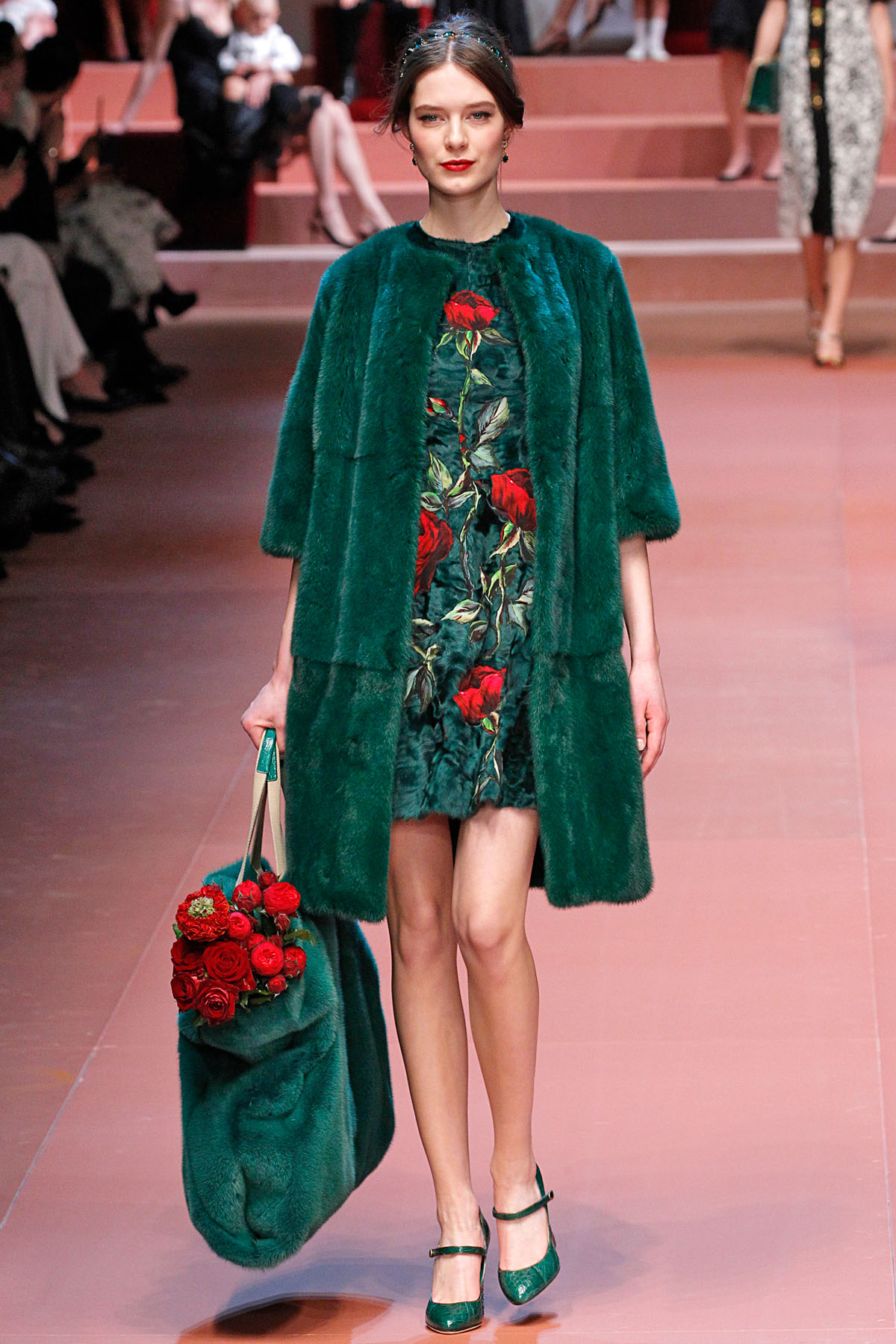 какую обувь выбрать под зеленое платье