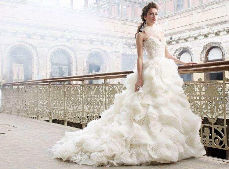 Как правильно выбрать модное свадебное платье