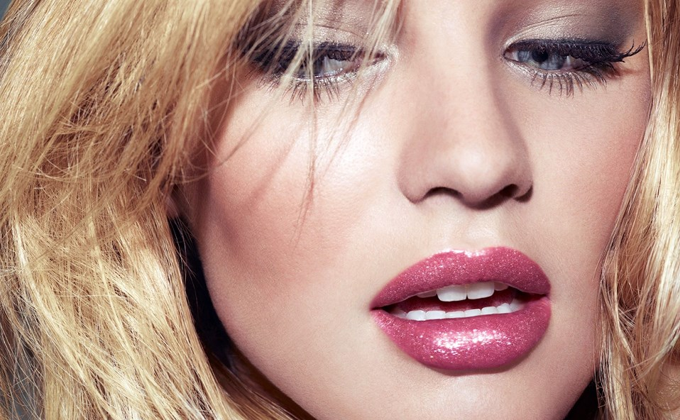 Увеличиваем губы с помощью косметики
