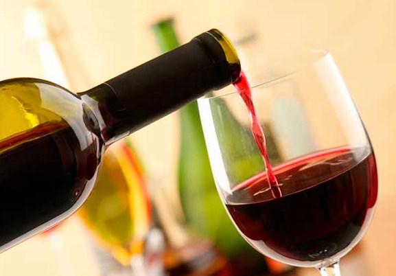 Лишний вес блокирует полезные свойства красного вина