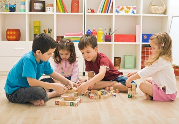 Полезные игрушки: как выбрать подарок не только для игры, но и для развития