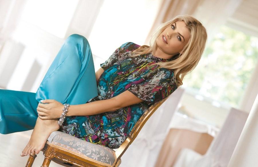 Ажурный тонкий джемпер – одежда на каждый день. Как создать гармоничный лук