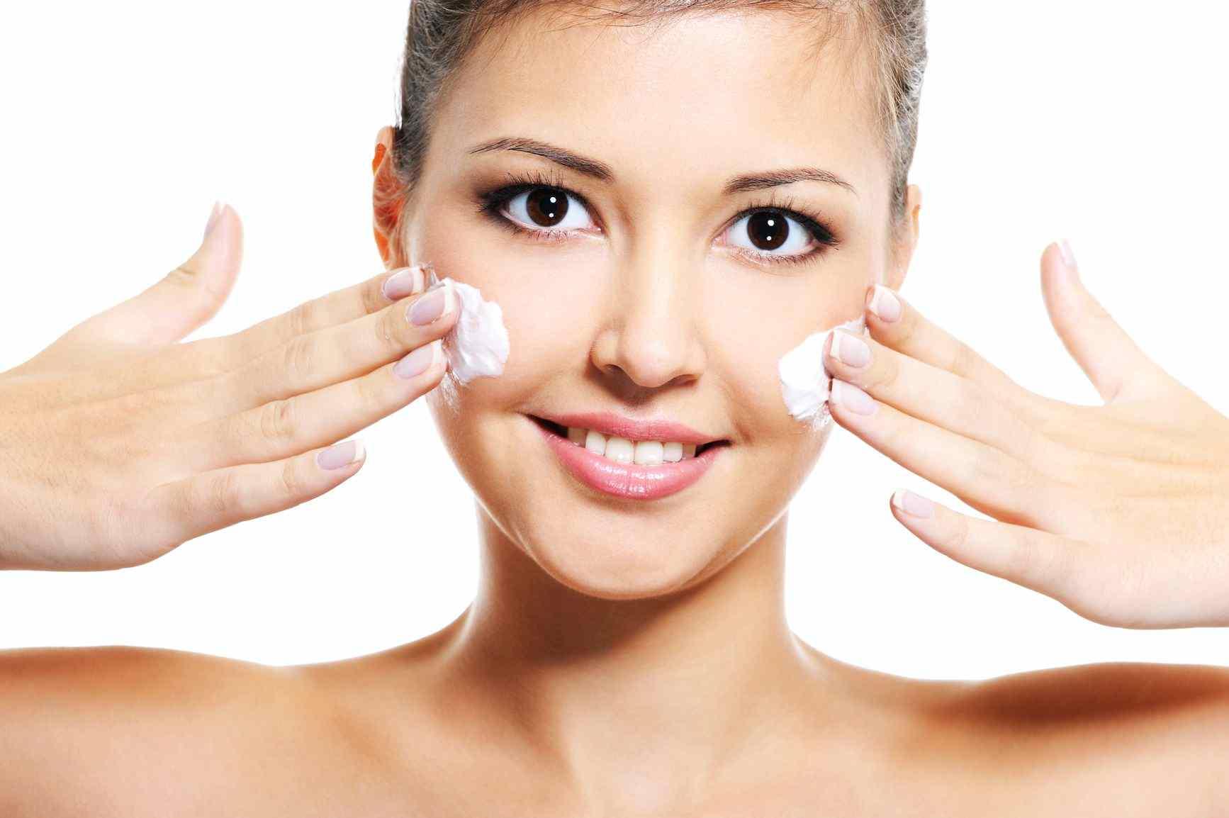 Уход за кожей лица: настало время маски