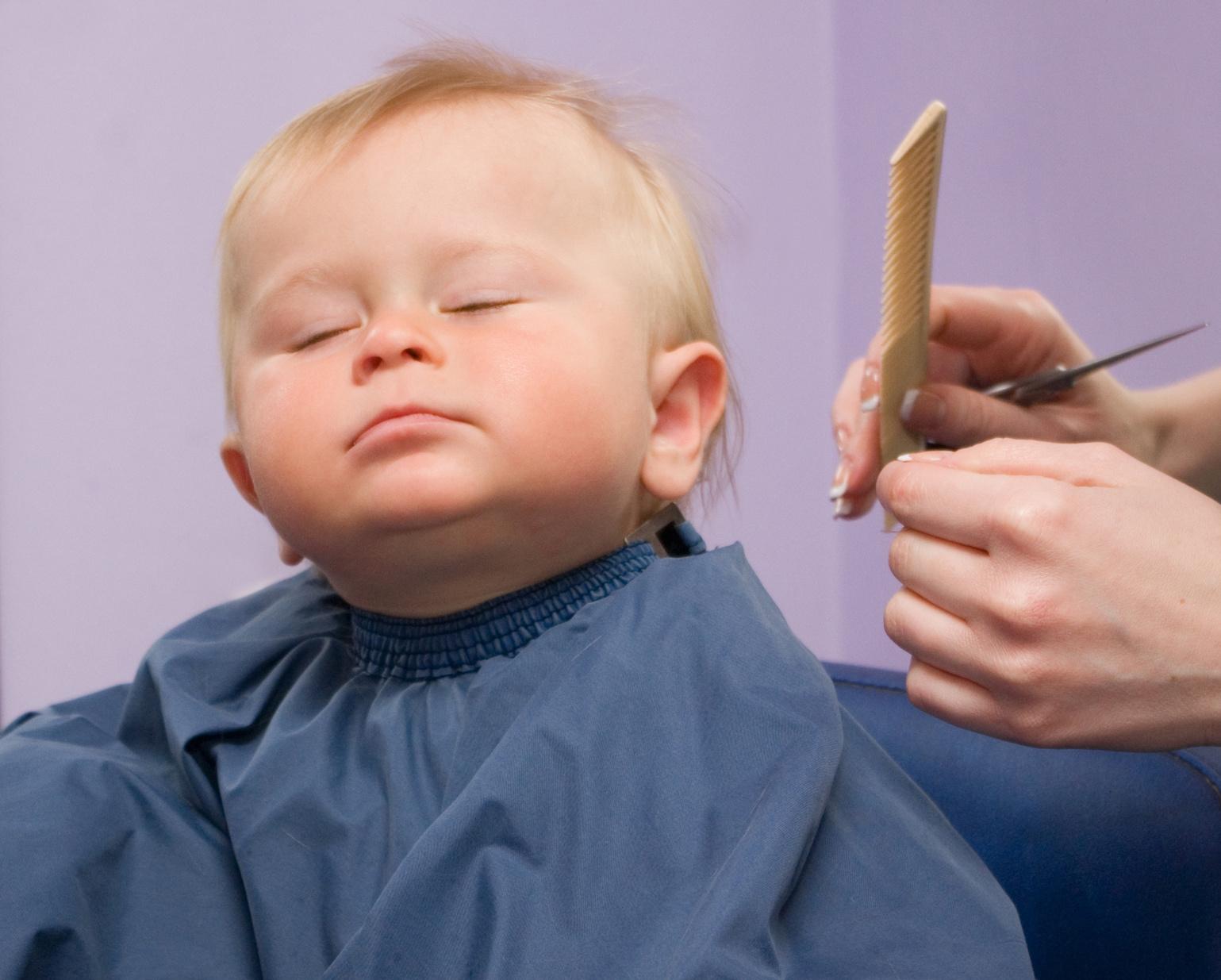 Нужно ли стричь ребенка в год?