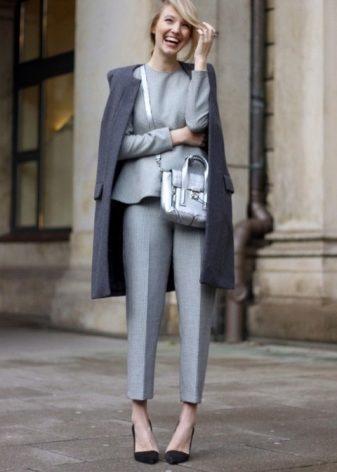 Какое сочетание с серым вам поможет создать стильный и элегантный образ