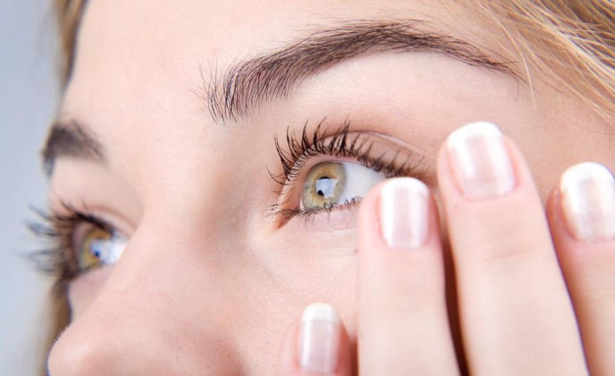 Справляемся с сухостью глаз