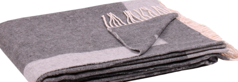 Плед из акрила или преимущества синтетической шерсти