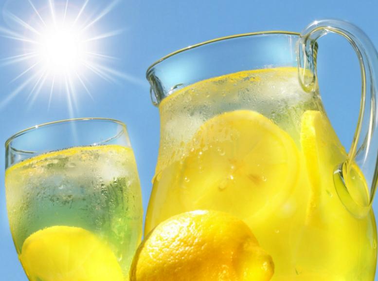 Назван наиболее полезный напиток в жару