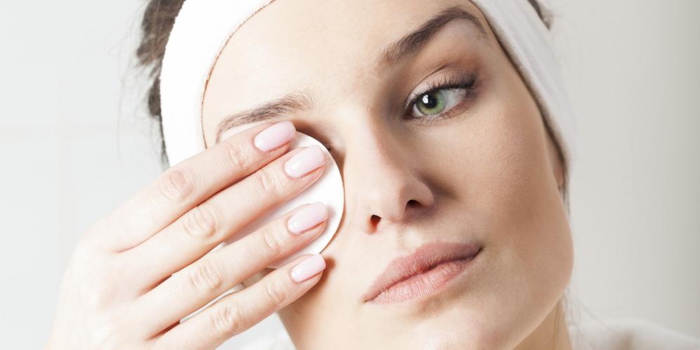 Как правильно очищать лицо от макияжа