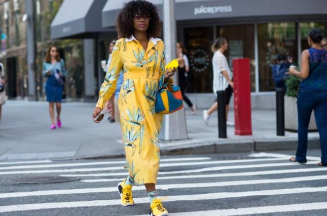 Как сочетать платья с кедами и кроссовками
