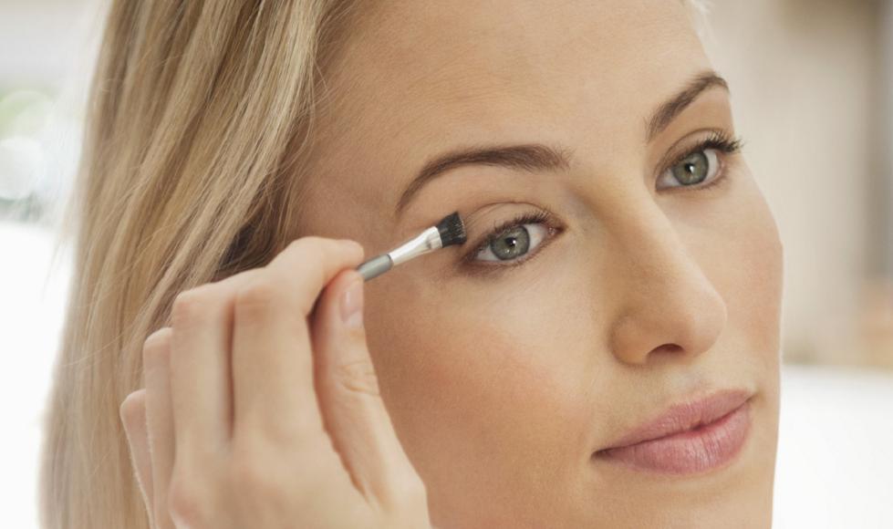 Как скрыть нависшее веко при помощи макияжа