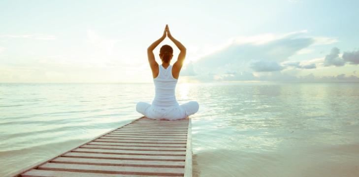 Ученые: йога и медитация повышают самооценку у женщин