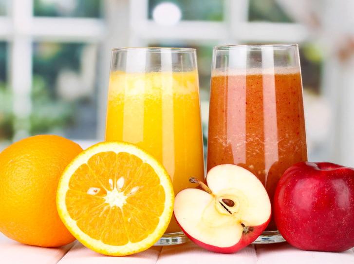 После холодильника будет полезнее: назван сок, который нужно пить охлажденным