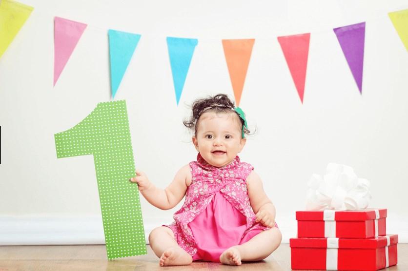 Подарки на 1 год – что подарить мальчику и девочке