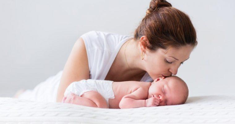 Потница у грудничков – причины возникновения, виды, лечение