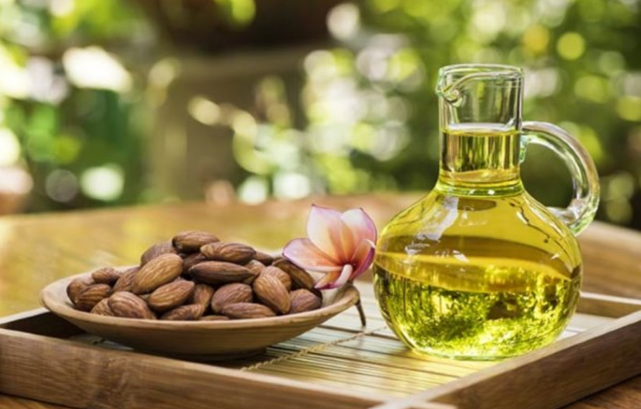 Миндальное масло чрезвычайно полезно для кожи лица