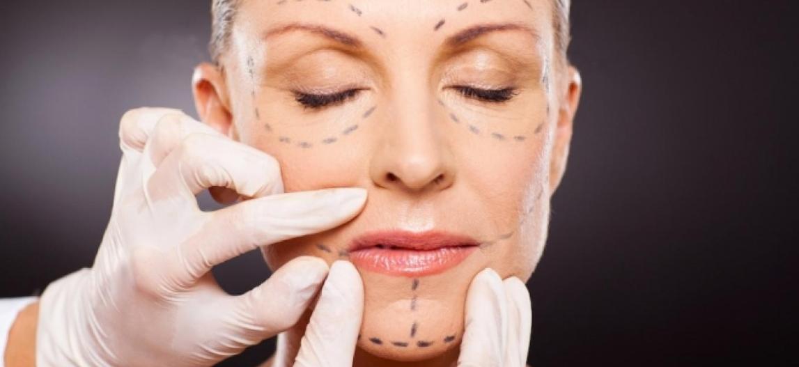 В каком возрасте делать подтяжку лица? Лучше – в 60