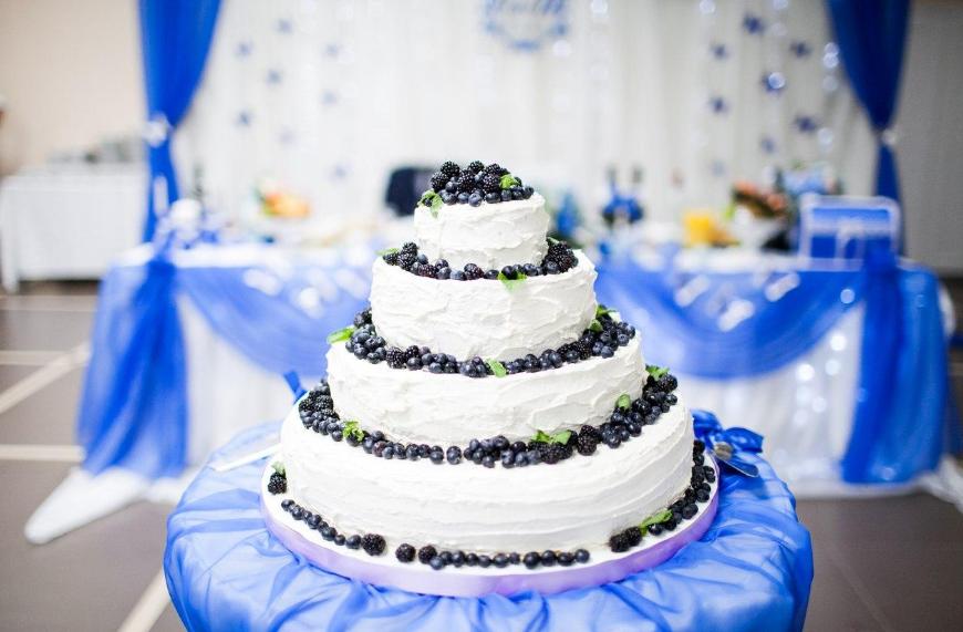 Свадебные торты — главное украшение праздничного стола.