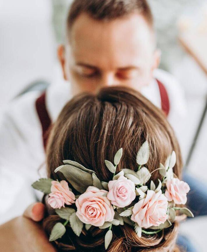 Украшения из фоамирана для образа невесты: яркие цветочные идеи