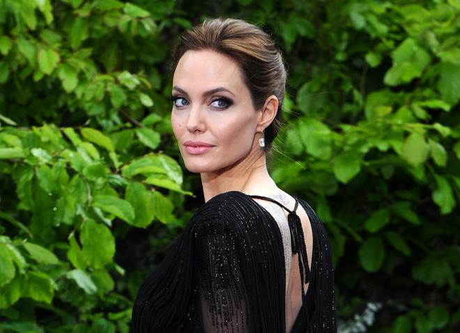 Все обсуждают: Анджелина Джоли пригласила к себе домой Брэда Питта