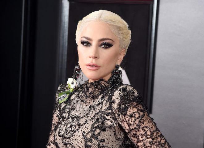 Леди Гага снялась в обнаженной фотосессии в поддержку фильма «Звезда родилась»