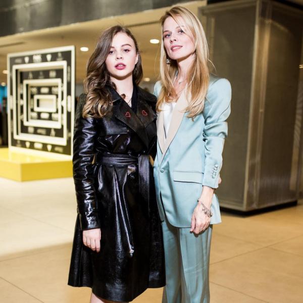 Дочь Оли Фреймут Злата Митчелл презентовала коллекцию на Неделе моды