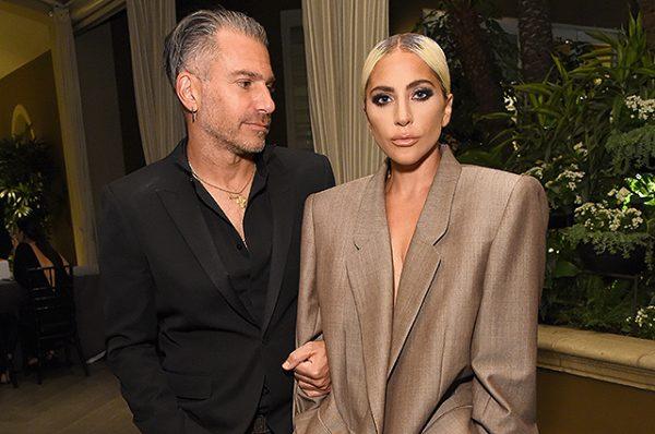 Леди Гага официально подтвердила, что помолвлена
