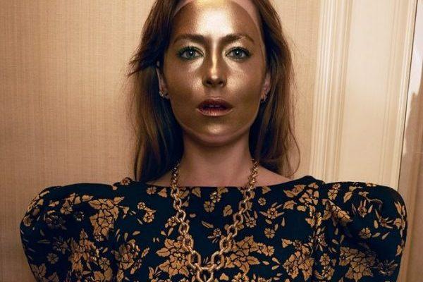 Дакота Джонсон рассказала о фильме «Суспирия» и снялась в тематической фотосессии