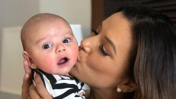 Ева Лонгория наслаждается материнством даже во время работы