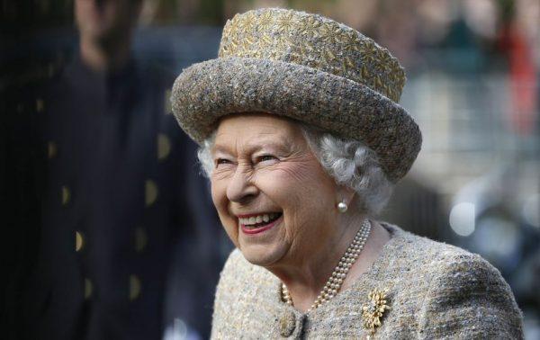 Какой сериал с удовольствием смотрит королева Англии?