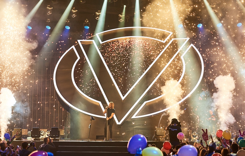 Олег Винник осчастливил вовчиць фееричным шоу в Киеве