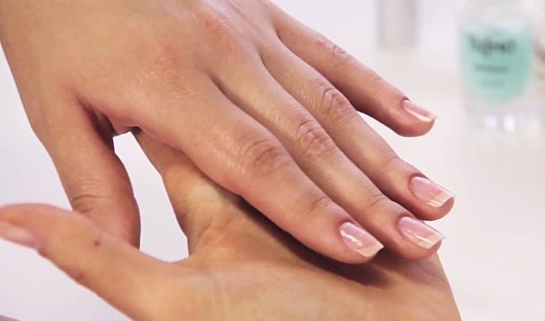 Как ухаживать за акриловыми ногтями