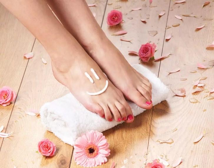 Как правильно ухаживать за кожей ног