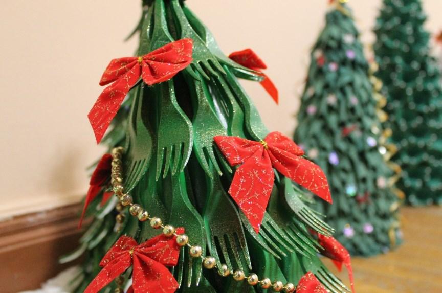 Как сделать елку из подручных материалов