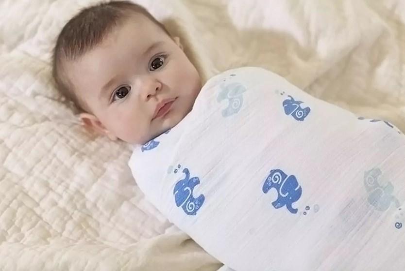 Пеленание ребенка: вредно или нет?