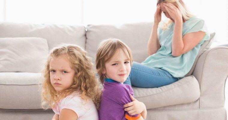 Дети-погодки: как научить их дружбе