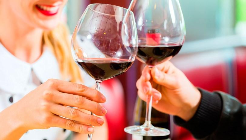Доказано: немного вина спасет от депрессии