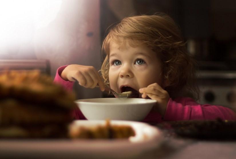 Манная каша: почему ею нельзя кормить малышей