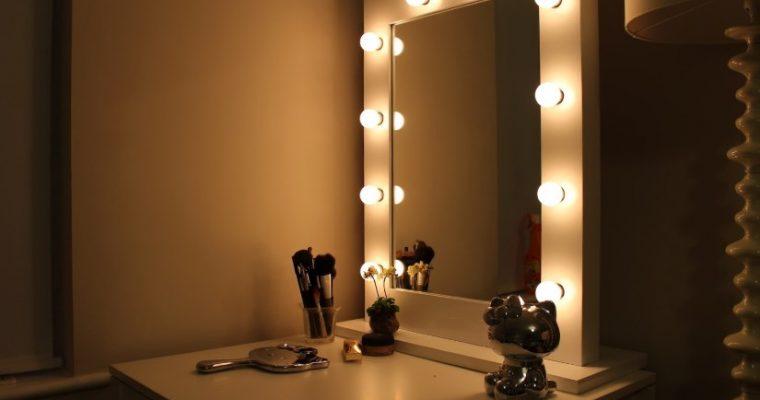 Выбираем зеркало с подсветкой для макияжа