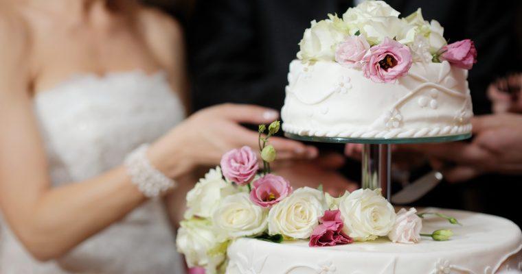 Правила украшения свадбного торта