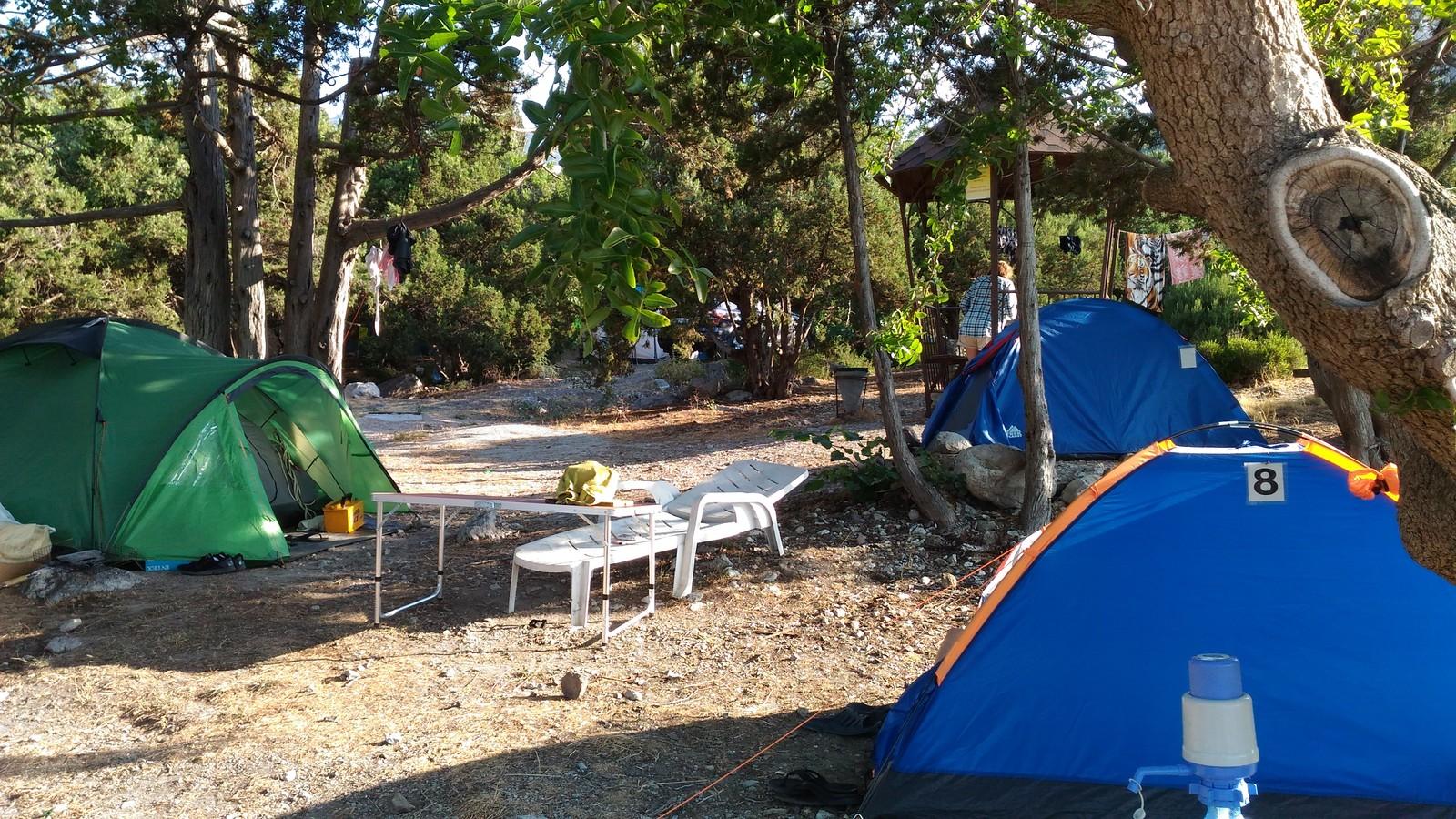 Кемпинговая палатка для  первого отдыха на природе с ночевкой