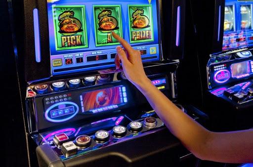 Игровой автомат Fruit Cocktail в казино Слотор