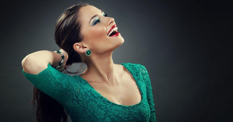 Яркое и свежее зеленое платье