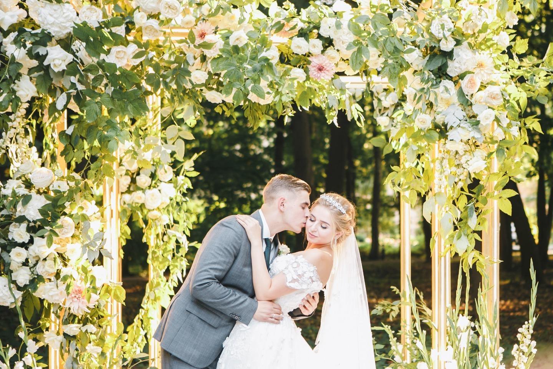 Самые красивые камерные свадьбы в фотографиях